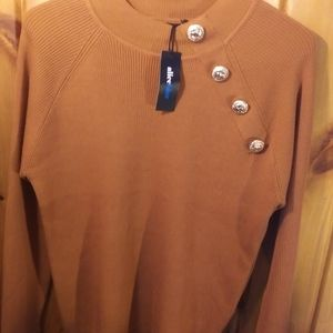 Brown pullover sweater with decorative gold button